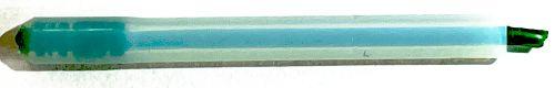 weißer Teflonschlauch mit eingeführt grünen Filament, das am unteren Ende verdickt ist